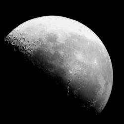 Luna clara, luna oscura